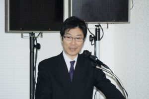 キーノートスピーチをする内田企画局長
