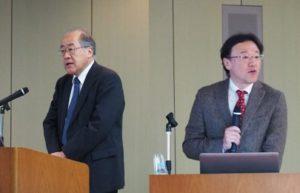 開会の挨拶を述べる深尾センター長(左)と研究報告をする加納教授(右)