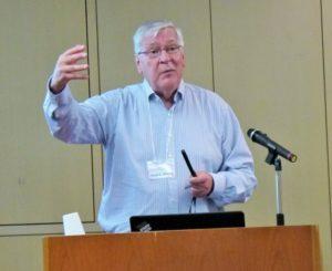 基調講演を行うブラダ アリゾナ州立大学名誉教授