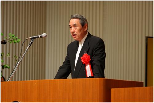 祝辞を述べる松本正義如水会理事長 祝辞を述べる松本正義如水会理事長 お知らせ Share On
